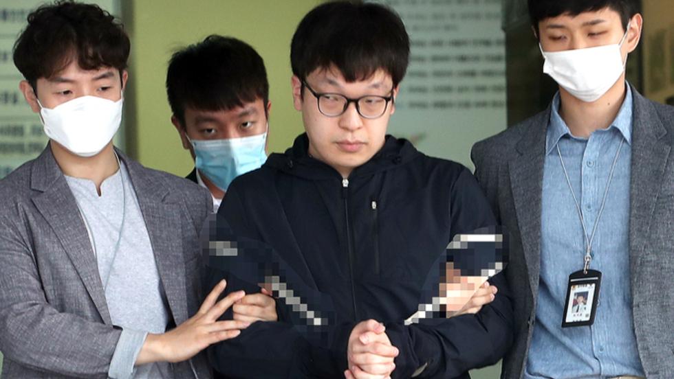 '조주빈 공범' 29세 남경읍, '혐의 인정하냐' 묻자 고개 끄덕
