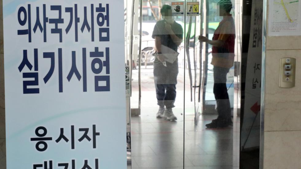 """의협 '특단의 조치' 엄포에도 단호한 정부 """"국시 추가기회 없다"""""""