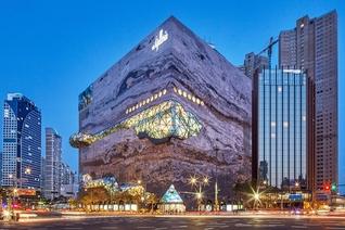 창문 없는 백화점은 옛말… 채광 확보 나선 수도권 신규 점포